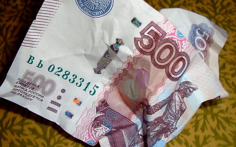 Женщину обвинили в краже денег, после того как она вернула владельцу утерянную барсетку