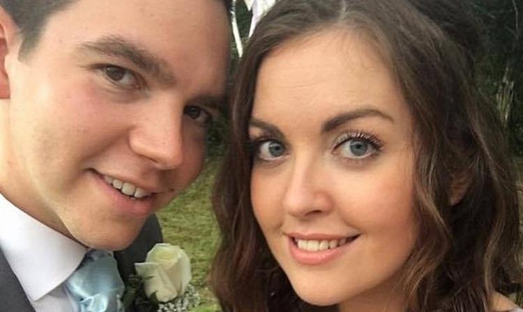 Молодая пара усыновила родных брата и сестру, однако отказалась взять их третьего братика