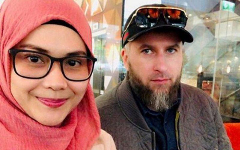 Дети малазийки и шведа покоряют Сеть своей красотой
