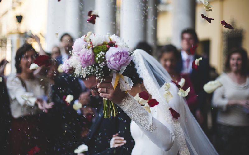 Свекровь требовала огромную сумму денег на собственную свадьбу
