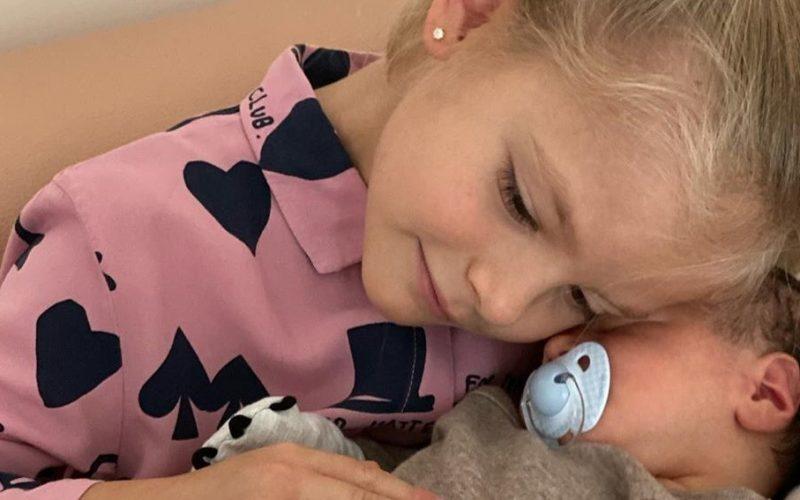 Дочь Тимати наконец-то познакомилась с новорожденным братиком