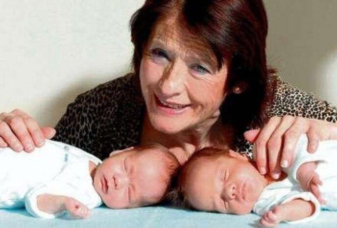 Женщина, родившая 2 года назад в 67 лет, оставила малышей