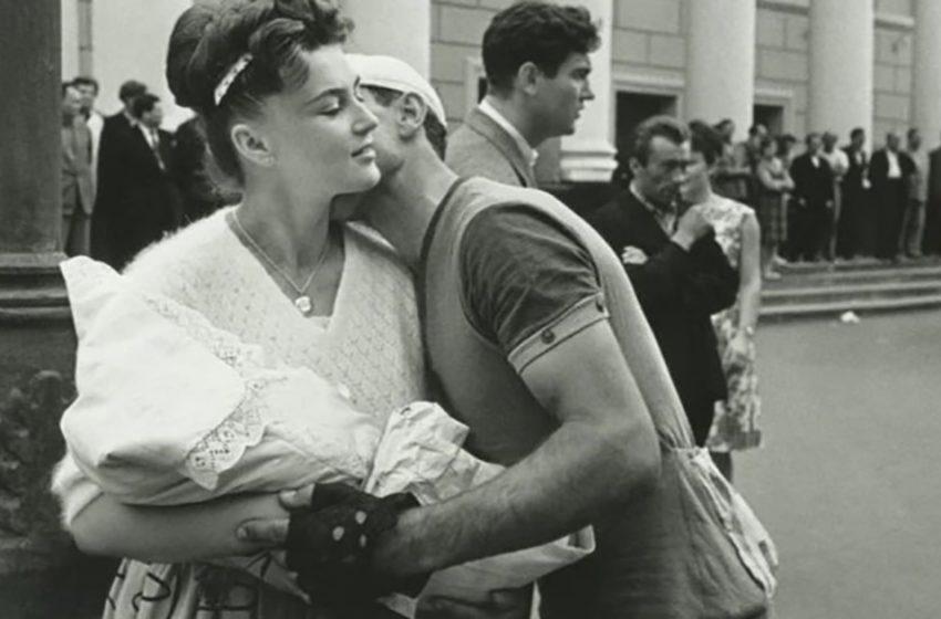 Вот какой была любовь в СССР! Архивные снимки пар, которые не стеснялись своих чувств