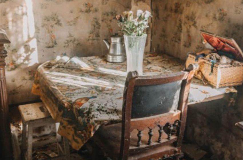 Посетили заброшенный домик старой француженки, полный вещей