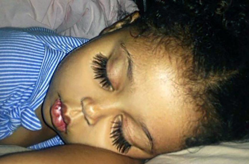 Хлопай ресницами и взлетай: Девочка с необычной внешностью покорила Интернет