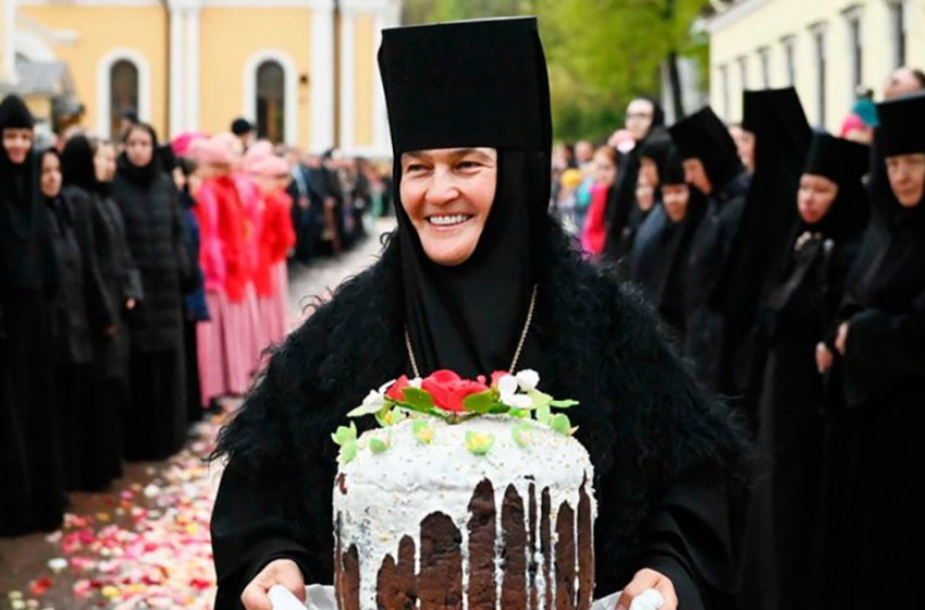 «Мощный бизнес игуменьи Феофании»: за счет чего живет настоятельница Покровского монастыря?